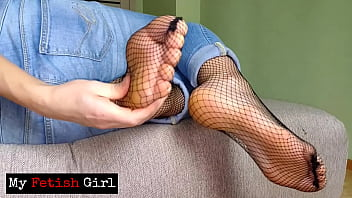 Milf In Tight Jeans Showed Big Butt - Smelly Feet - JOI