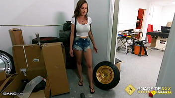 Roadside - Tricia Oaks Bailing Out Her BF With Her Juicy Pussy