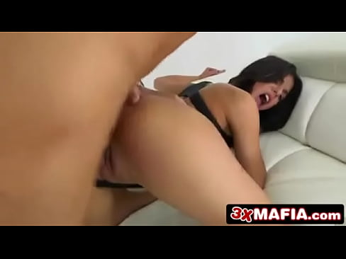 8th Street Latinas - Leave it to cleavage